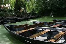 Des barques comfortables pour d'agréalbes promenades.