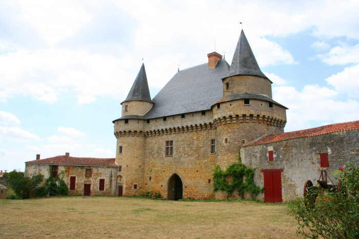 chateau-sigournais-1